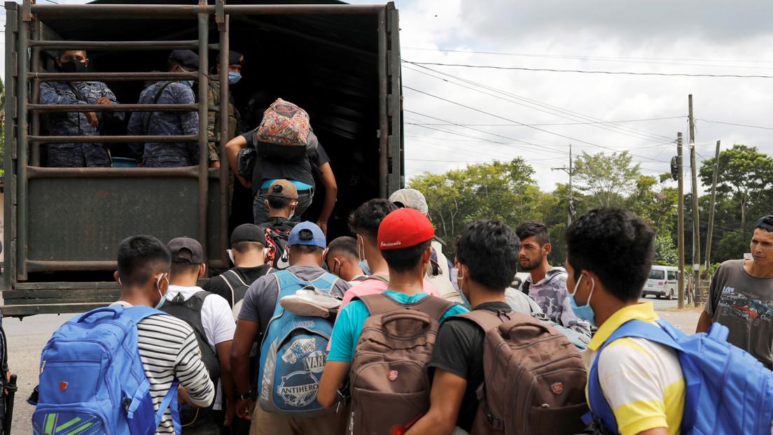"""""""Los llevamos a un campo de concentración y los quemamos como Hitler"""": Destituyen a profesor mexicano por sus comentarios sobre los migrantes (VIDEO)"""