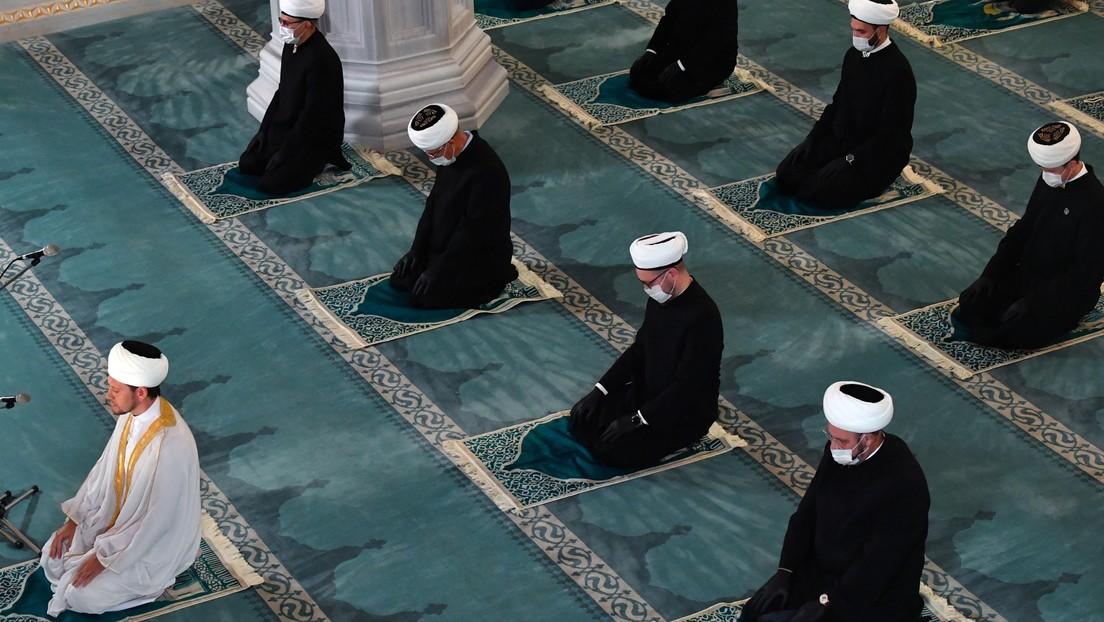 El Consejo de Ulemas en Rusia desata una polémica al prohibir a musulmanes casarse con personas de otra confesión