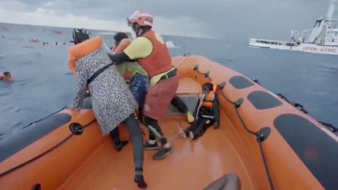 """""""¡He perdido a mi bebé!"""": El desesperado grito de una madre inmigrante tras naufragar en el Mediterráneo (VIDEO)"""