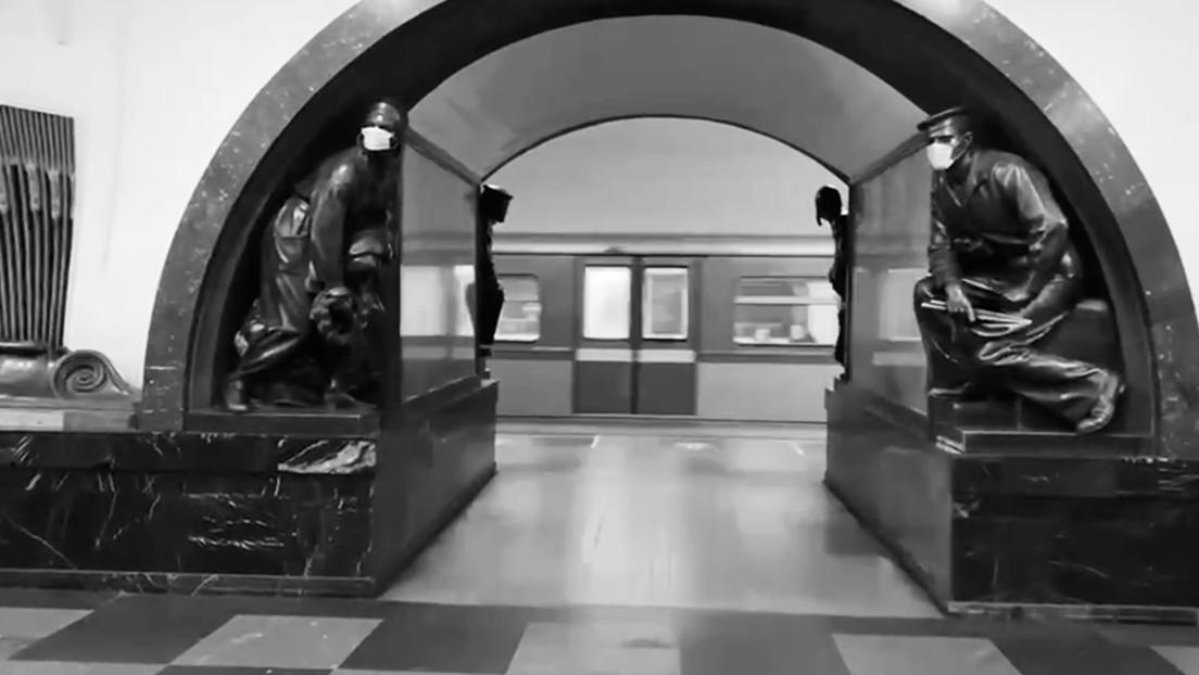 VIDEO: Las esculturas del metro de Moscú también se ponen cubrebocas contra el covid-19 (animales incluidos)