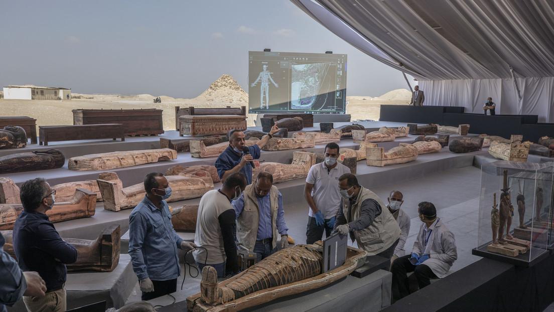"""""""Es un tesoro"""": Descubren alrededor de 100 sarcófagos intactos en Egipto de más de 2.500 años (FOTOS, VIDEO)"""