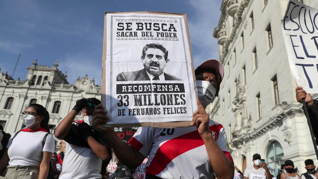El líder del Congreso de Perú, Luis Valdez Farías, pide la renuncia al recién nombrado presidente interino Manuel Merino