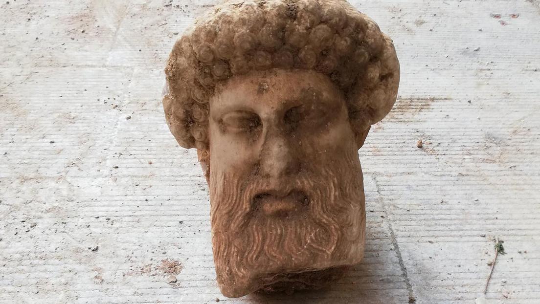 Encuentran una cabeza de un dios griego durante unas obras en el centro de Atenas