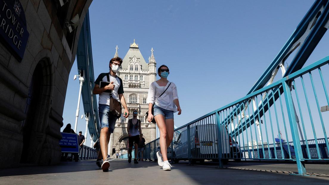 """La OMS advierte que los sistemas sanitarios de Europa y las Américas están """"al borde de colapso"""" debido al coronavirus"""