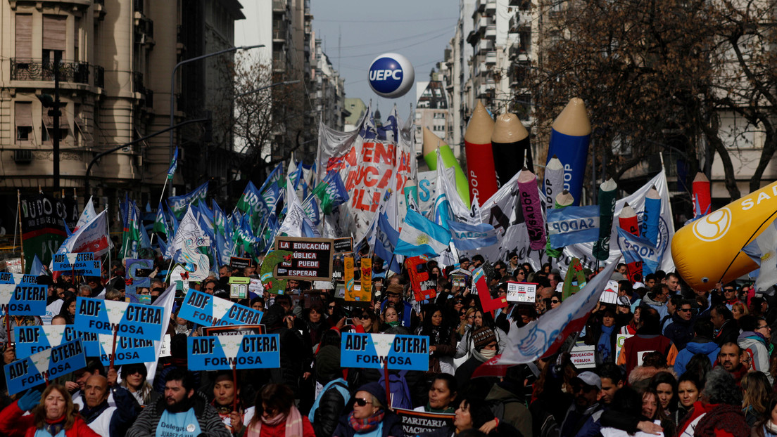 De izquierda, viejos, sin cultura y pobres: el polémico perfil de los docentes que hizo una ministra de Educación en Argentina