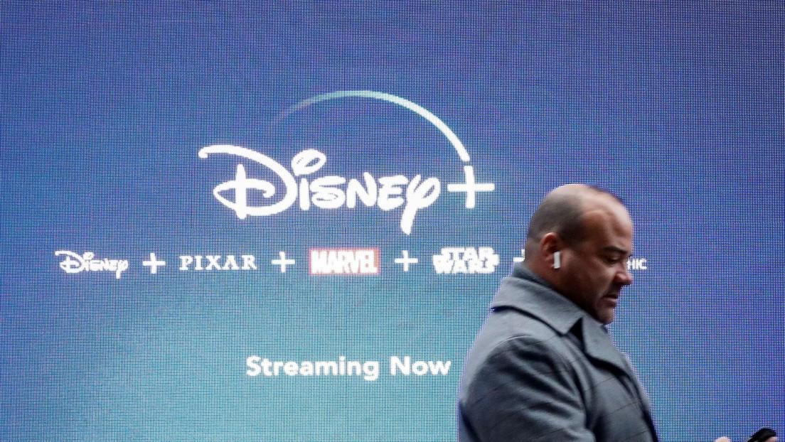 VIDEO: Disney Plus celebra su llegada a México con un espectáculo pirotécnico y desata críticas de los capitalinos