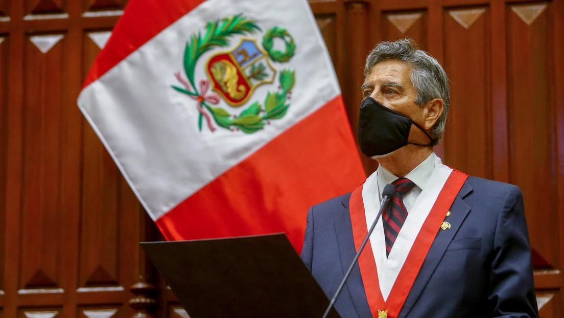 El presidente de Perú se quiebra al citar un poema de César Vallejo durante su juramentación