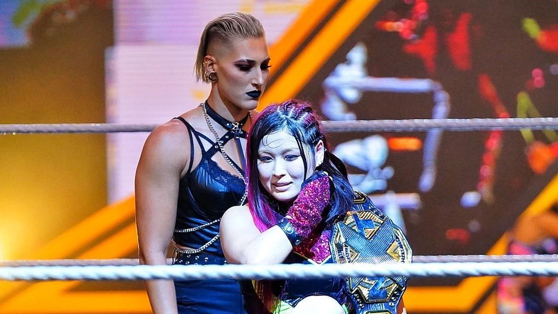 VIDEO: La luchadora Rhea Ripley sufre una lesión en la oreja durante la pelea por el título de NXT ante Io Shirai