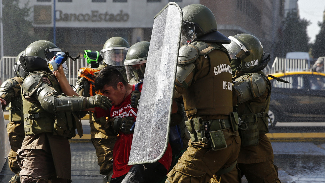 Renuncia el director de Carabineros de Chile tras un operativo que dejó a dos jóvenes baleados