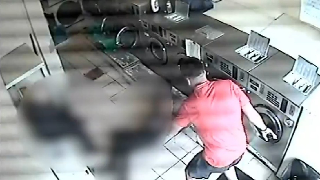 """Un hombre ataca brutalmente a un anciano, le rompe cuatro costillas y luego afirma que era """"una broma"""" (VIDEO)"""