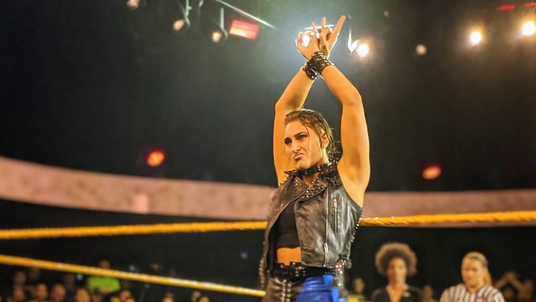 5 aretes desplumados y orejeras removidas: las duras consecuencias de la acalorada pelea de la luchadora Rhea Ripley por el título de NXT