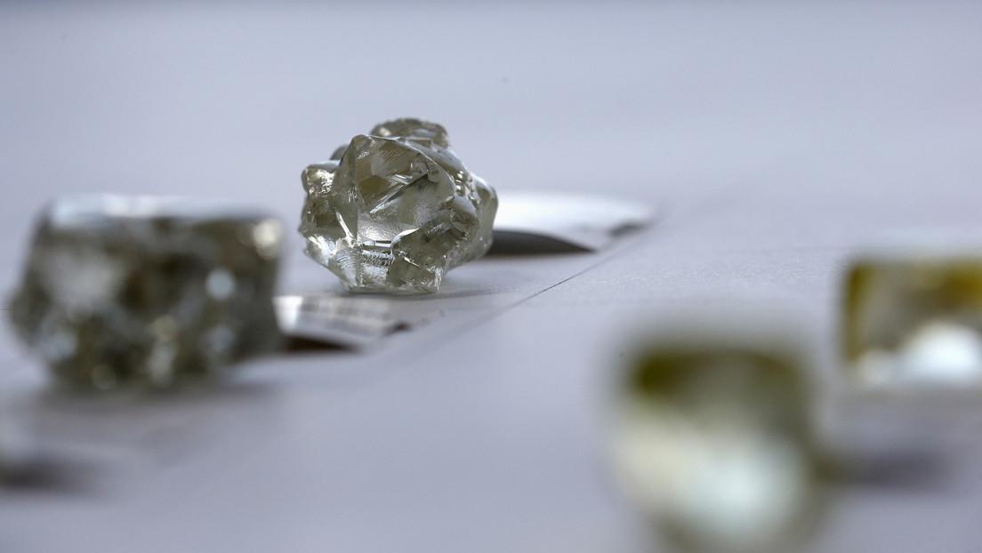 Científicos logran crear diamantes a temperatura ambiente y bajo presión en cosa de minutos