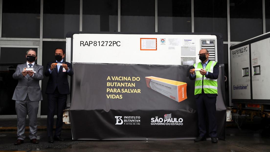 Llegan a Brasil las primeras 120.000 dosis de la vacuna china CoronaVac contra el coronavirus (VIDEO)