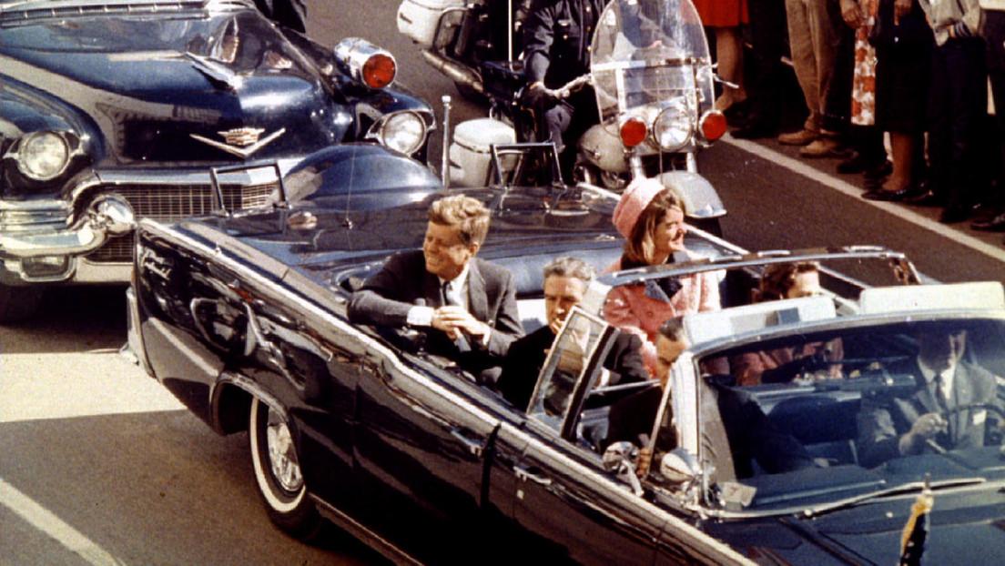 """""""Su cerebro está en el suelo"""": Un médico que estuvo en la sala de emergencias revela detalles de la muerte de John F. Kennedy"""