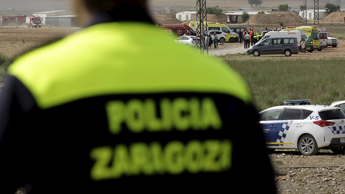 VIDEO: La Policía realiza una docena de tiros contra un joven que amenazaba con un revólver a viandantes y oficiales en España