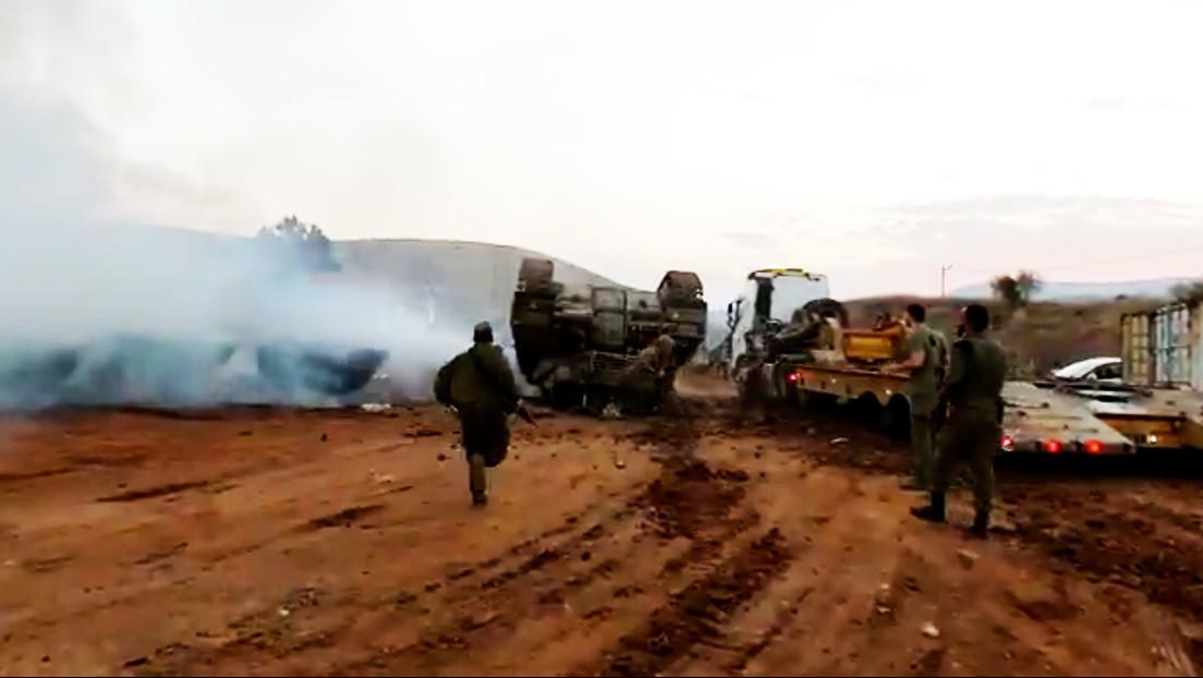 Un tanque israelí vuelca al subir a un camión y casi aplasta al comandante (VIDEOS)