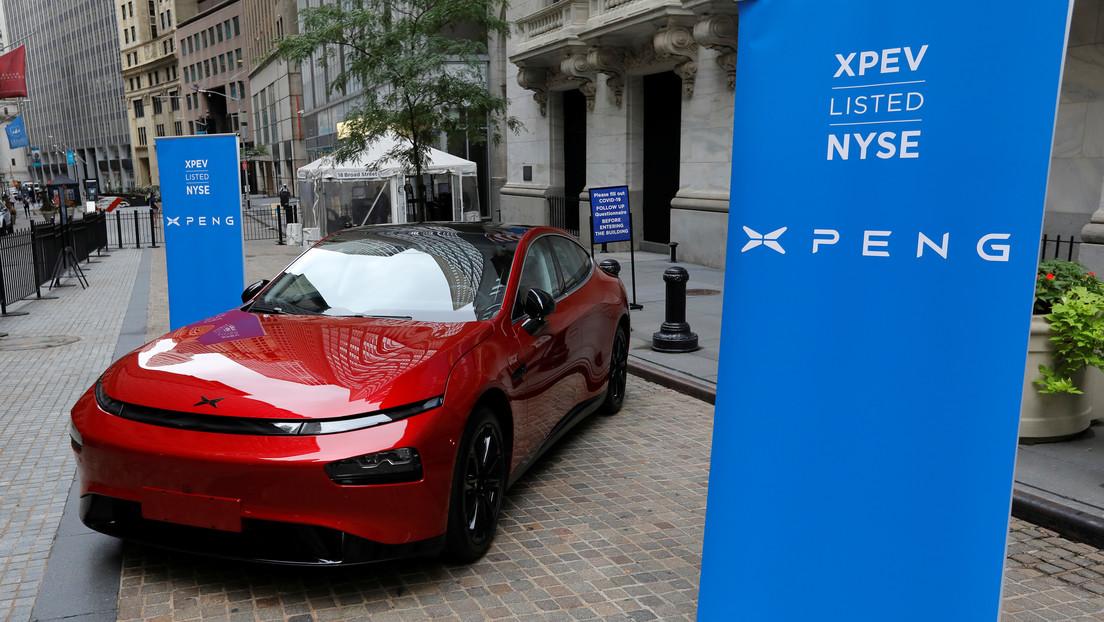 Elon Musk acusa a su rival el fabricante de autos eléctricos chino Xpeng de robar códigos de Tesla y Apple