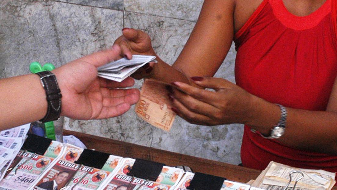 Un colombiano va a una farmacia y se convierte en multimillonario al ganar la lotería