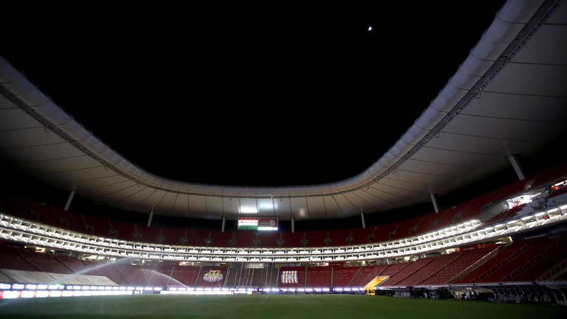 Un estadio de futbol recibirá público para el partido entre los dos equipos más populares de México y las redes estallan