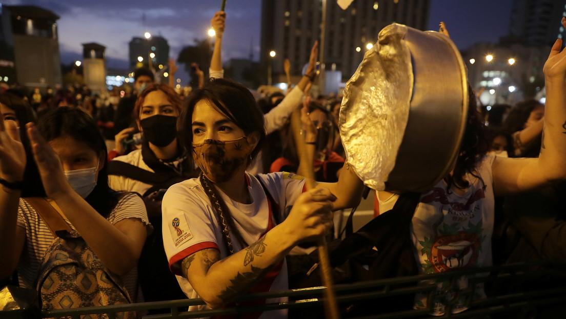 ¿Imitarán a Chile? El debate por una nueva Constitución se fortalece en Perú después de la crisis institucional