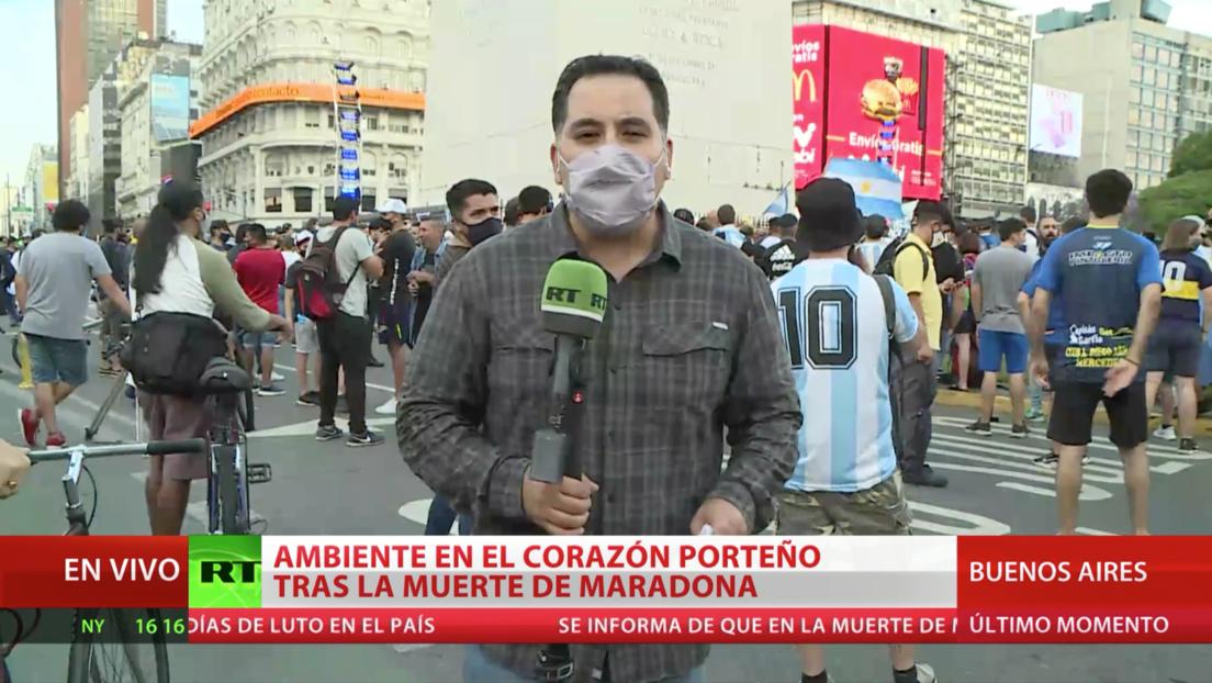 Cientos de argentinos se reúnen en el Obelisco de Buenos Aires para despedir a Maradona