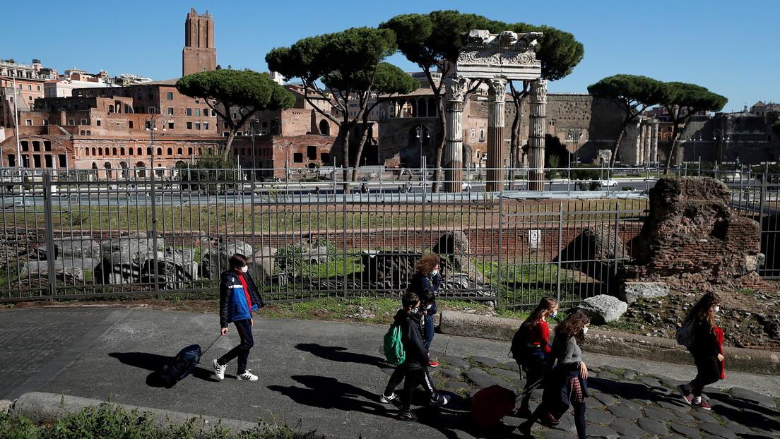 Una joven estadounidense devuelve a un museo de Roma una piedra que había robado