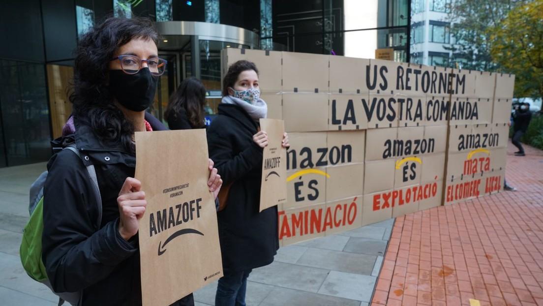 Activistas por el clima ocupan la sede de Amazon en Barcelona en protesta por el 'Black Friday'