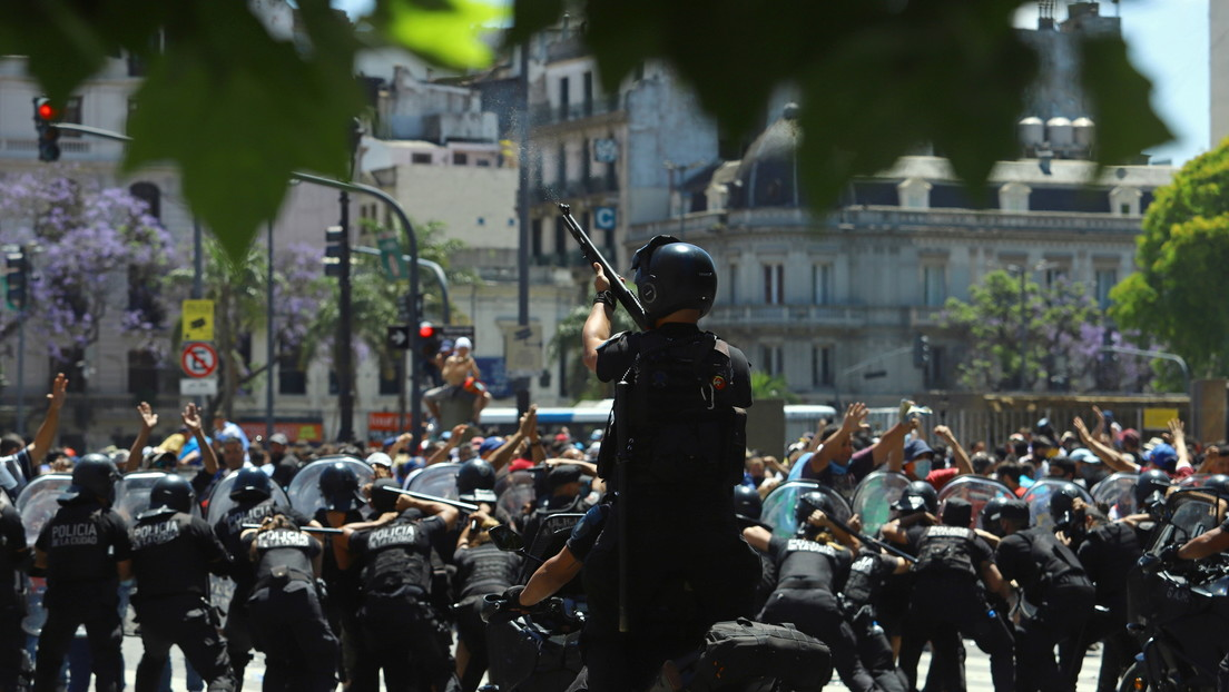 Extrema tensión en Buenos Aires: corresponsal de RT testifica disparos y fuertes choques con la Policía en medio del velatorio por Maradona
