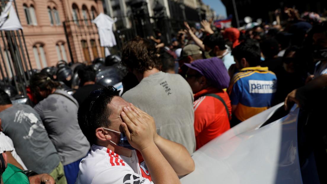 VIDEO: Tensión frente a Casa Rosada en el velorio de Maradona