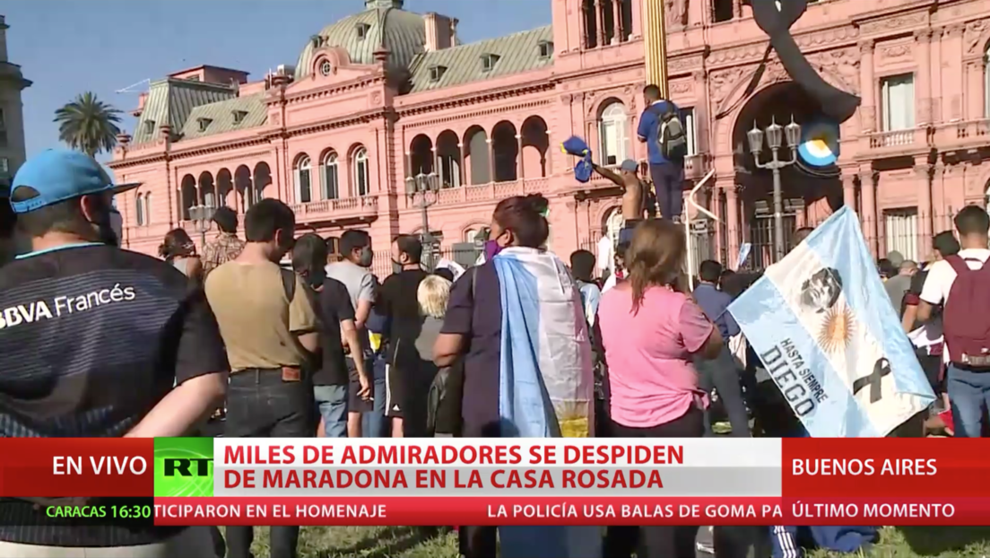 Testimonios de los admiradores congregados frente a la Casa Rosada para despedirse de Maradona