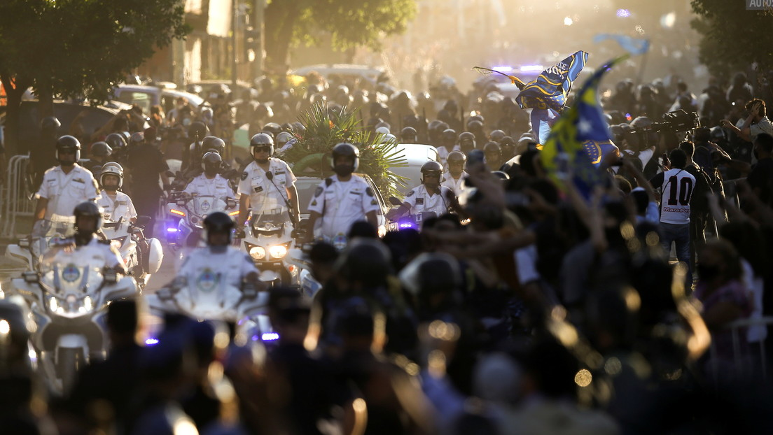 Clima de tribuna, represión y llanto: El desmesurado (y masivo) adiós de Argentina a Diego Maradona
