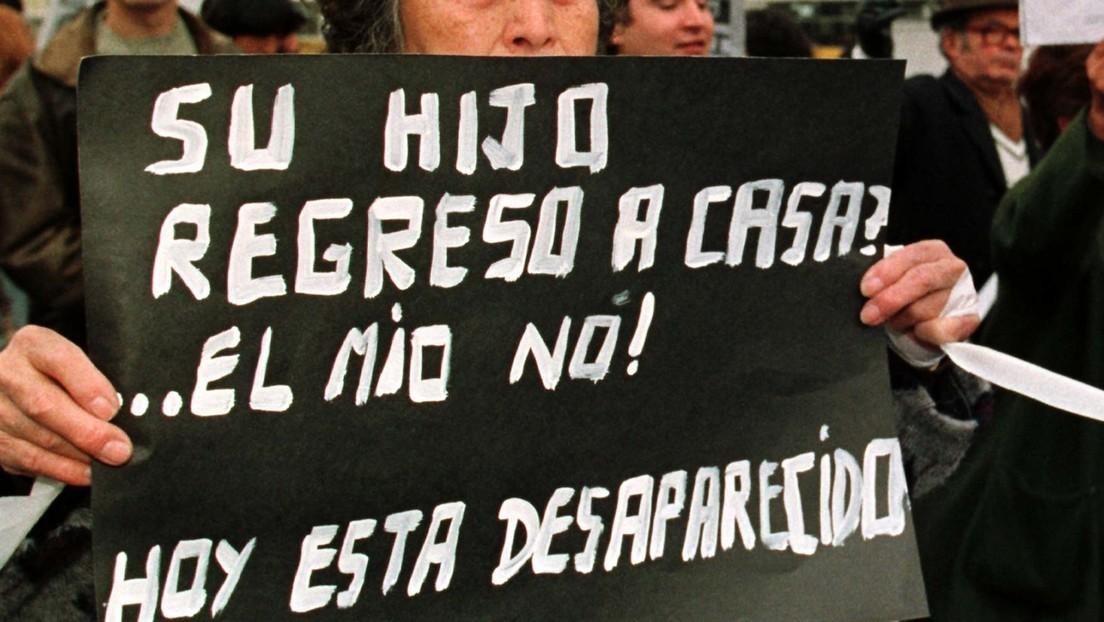 Alcaldesa de un municipio mexicano regala palas a mujeres que buscan a sus familiares desaparecidos