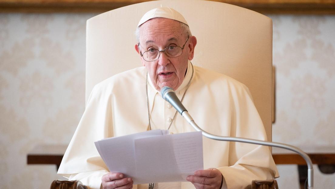 """El papa Francisco compara el aborto con """"contratar un sicario"""" y apoya las protestas contra el proyecto de ley en Argentina"""