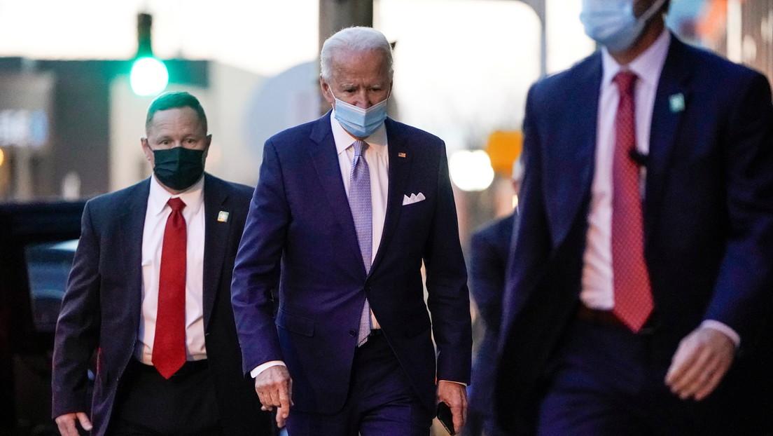 """Biden tiene 2 fracturas en el pie y """"probablemente requerirá una bota para caminar durante varias semanas"""", al doblarse el tobillo jugando con su can"""