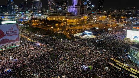 VIDEO: 150.000 personas salen a las calles para protestar contra la prohibición del aborto en Polonia