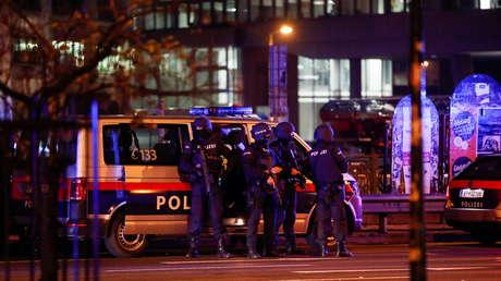 Terroristas abren fuego en seis puntos de Viena, dejando varios muertos y heridos