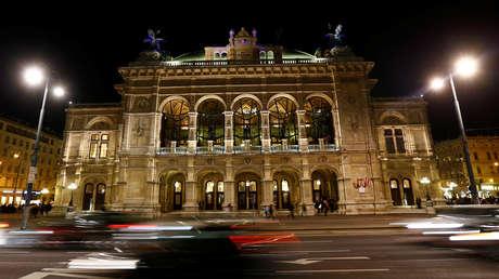 VIDEO: Orquesta sigue actuando en la Ópera de Viena para tranquilizar al público durante el múltiple ataque terrorista