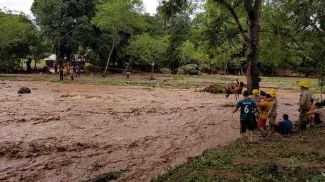 VIDEO: El momento en que colapsa un puente en Honduras debido a un río desbordado por las lluvias de Eta