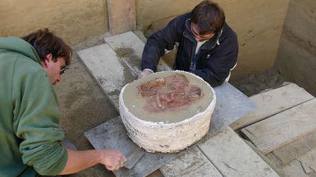 Excavan una tumba de dos bebés y descubren que se trata del entierro de gemelos idénticos más antiguo del mundo