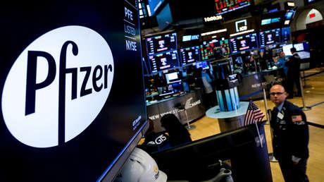 El CEO de Pfizer vendió acciones por 5,6 millones de dólares el mismo día que anunció la eficacia de su vacuna