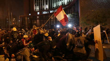 Represión a marcha deja dos muertos y varios heridos en Perú