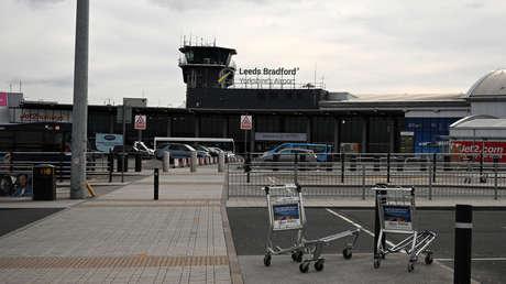 Un avión de pasajeros evita una colisión de frente con un ovni durante el aterrizaje