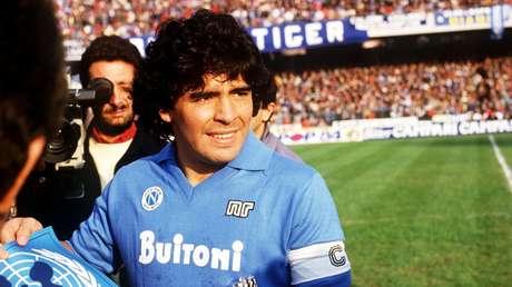Maradona, el 'pibe de oro' que desafió a los poderosos con el balón para la alegría de los de abajo