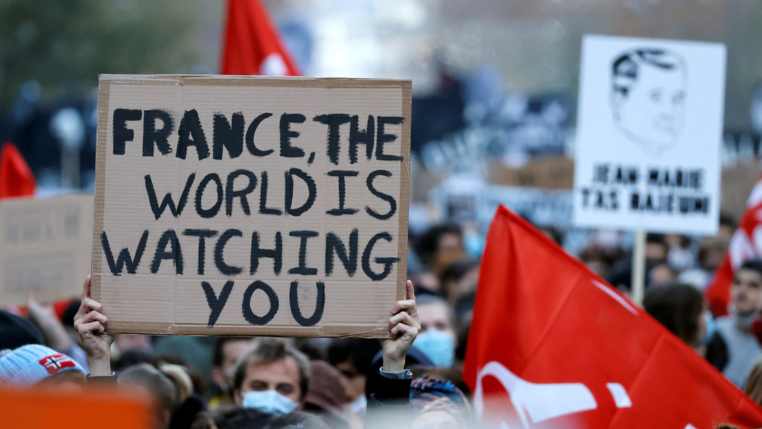 """Acusan de """"violencia deliberada"""" a los cuatro policías franceses que golpearon brutalmente a un productor musical negro en París"""