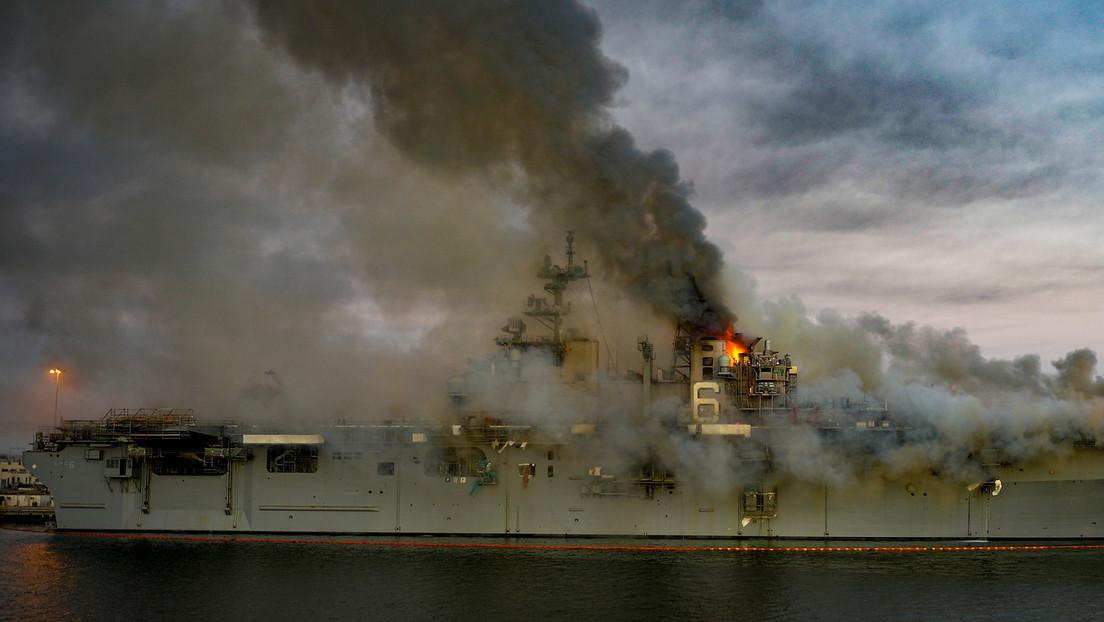 Marina de EE.UU. considera inviable la reparación del buque de asalto anfibio que ardió por cuatro días y ordena desmantelarlo