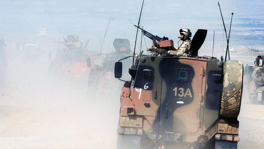 Imágenes revelan que tropas australianas bebieron cerveza de pierna protésica de un talibán muerto durante su misión en Afganistán