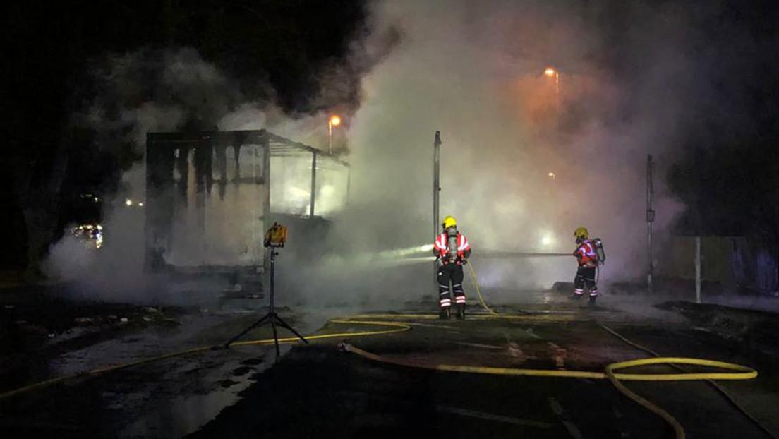 VIDEO: Un camión explota en una enorme bola de fuego cerca de una gasolinera