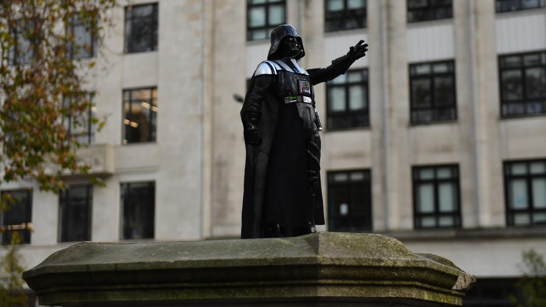 Aparece una estatua de Darth Vader en el lugar del monumento al esclavista Edward Colston en Bristol