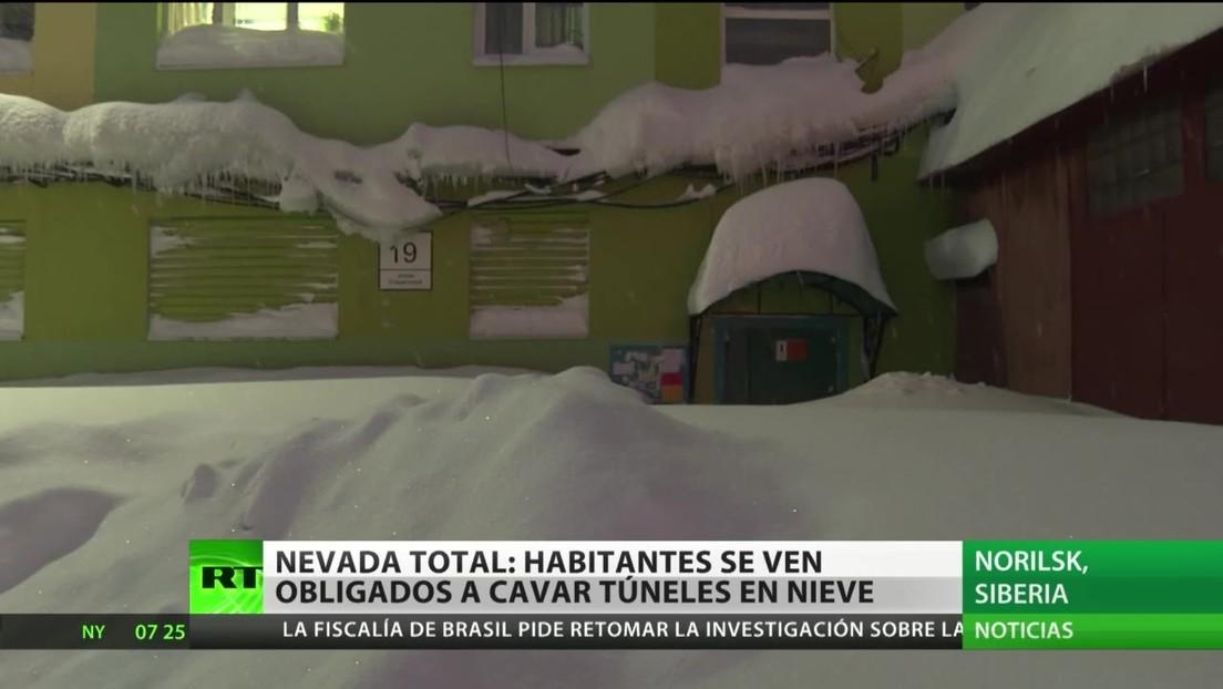 Fuertes nevadas azotan la ciudad rusa de Norilsk