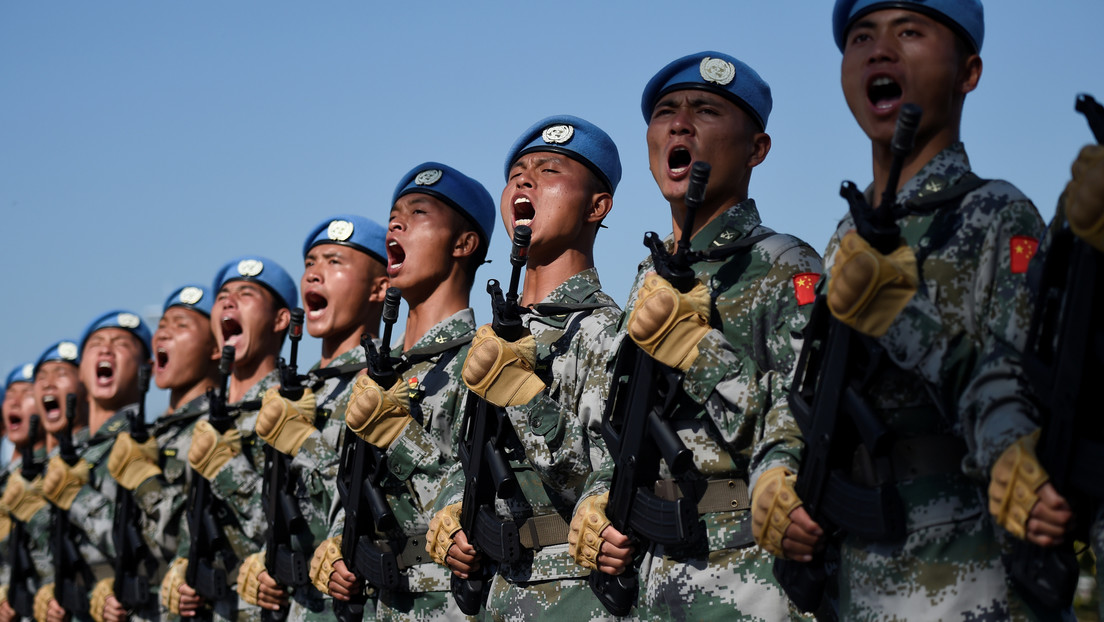 """China está desarrollando súper soldados y """"busca dominar EE.UU. y el resto del mundo"""", según el jefe de Inteligencia estadounidense"""